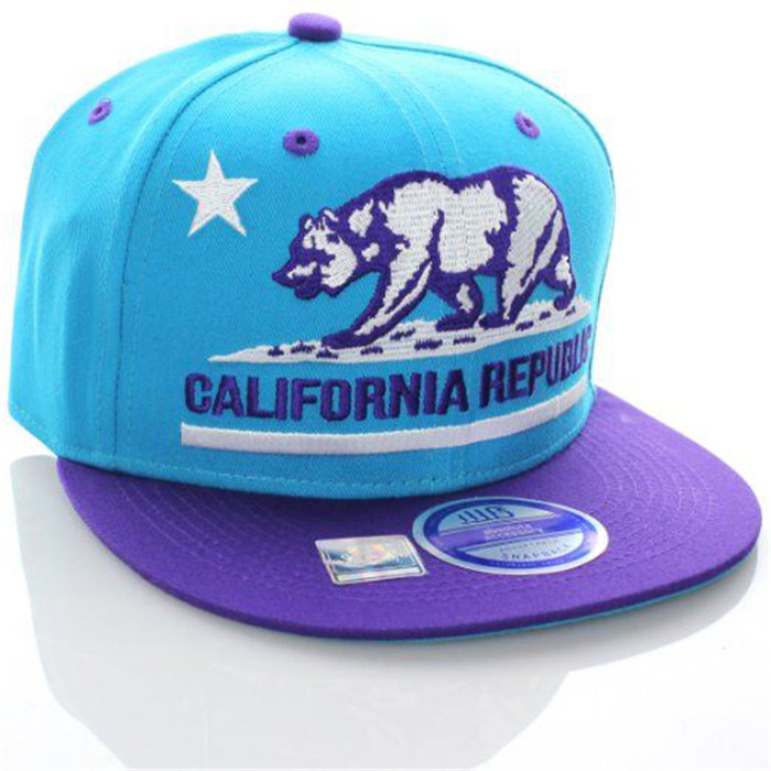 Flat brim snapback hat with bear embroidery patch with 6 panel baseball cap
